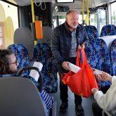 Magdalena Mönigs Herzenswunsch: Noch einmal mit dem Schulbus fahren wurde erfüllt und Geschenke gab es auch noch.