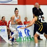 1. Basketball-Bundesliga-Damen: HTC - TV Saarlouis. Am Ball Beatrice Attura.