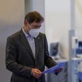 Das Impfzentrum in der Sporthalle am Gysenberg wurde vorgestellt, im Bild Oberbürgermeister Dr. Frank Dudda.