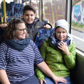 Die Familie: Heike, Antonio und Magdalena Mönig. Erfüllung eines Herzenswunsch: Noch einmal mit dem Schulbus fahren.