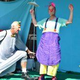 Kindertheater Pappmobil gastiert mit dem Clownsstück 'Blümchen und Beule' auf der OpenAir-Bühne der Flottmann-Hallen. im Bild: Bernd Staklies und Schauspielerkollege Helmut Wirtz.