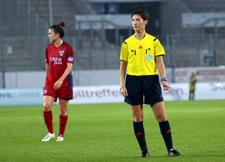 Marina Wozniak im Einsatz bei einem Frauen-Bundesligaspiel zwischen SGS Essen und USV Jena im Oktober 2014.