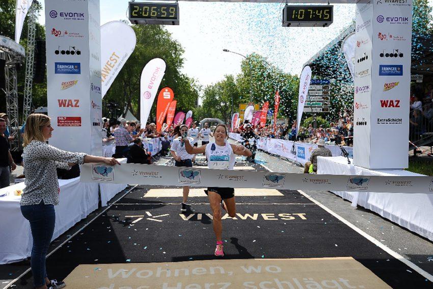 Vivawest Marathon Mai 2019: Carina Fierek Rekordstaffel-Einlauf.