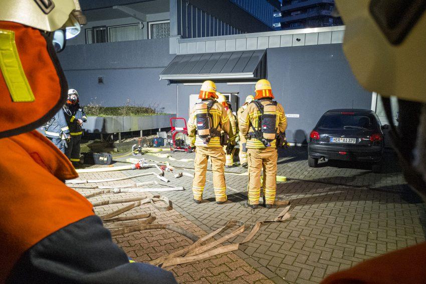 Brand in der Filiale von Postcon an der Sodinger Straße 12 in Herne (NW), am Samstag (23.11.2019). Die Räume wurden durch einen Schwelbrand schwer in Mitleidenschaft gezogen. Ursache war vermutlich ein technischer Defekt.Foto: Stefan Kuhn