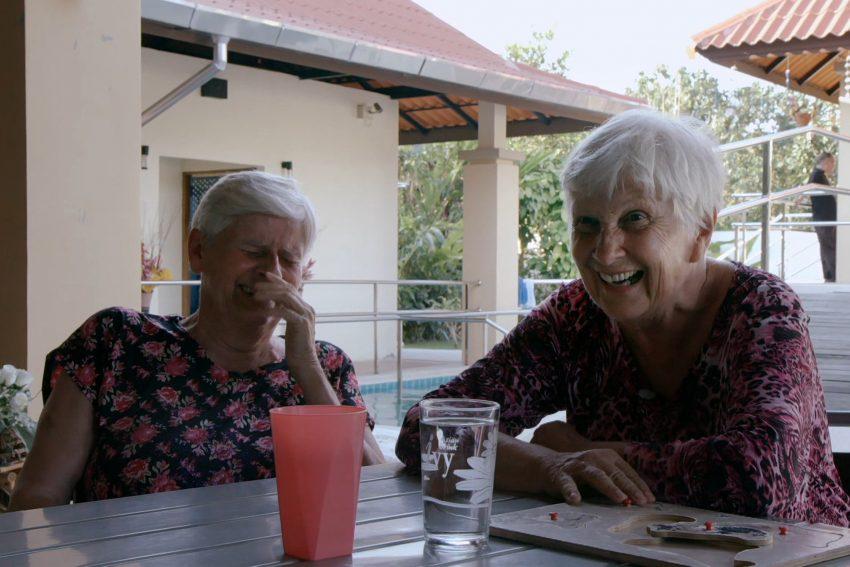 Das Dorf der Vergesslichen: Margrit und Ruth verstehen sich bestens.