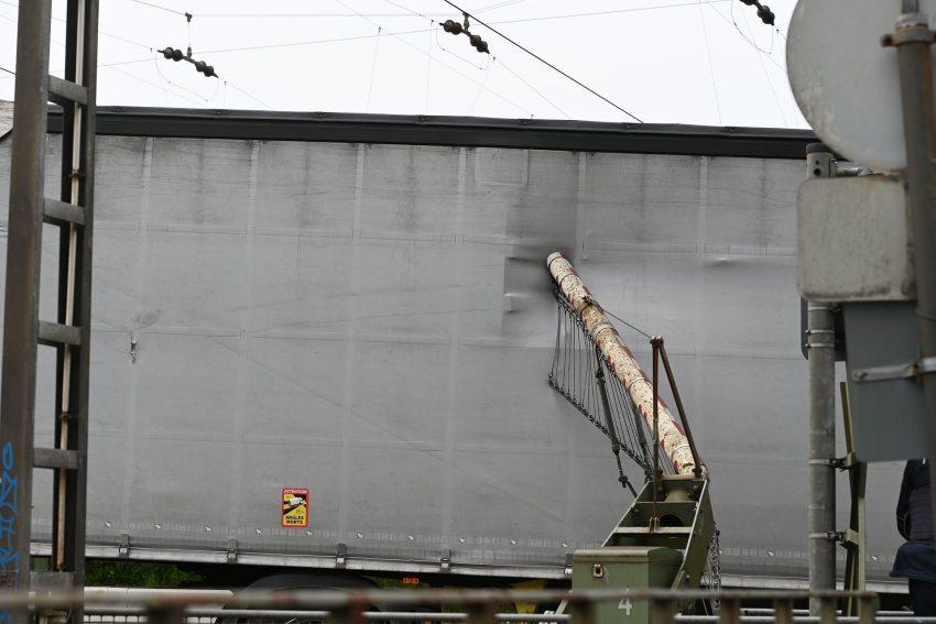 Lkw-Unfall Bahnübergang Plutostraße