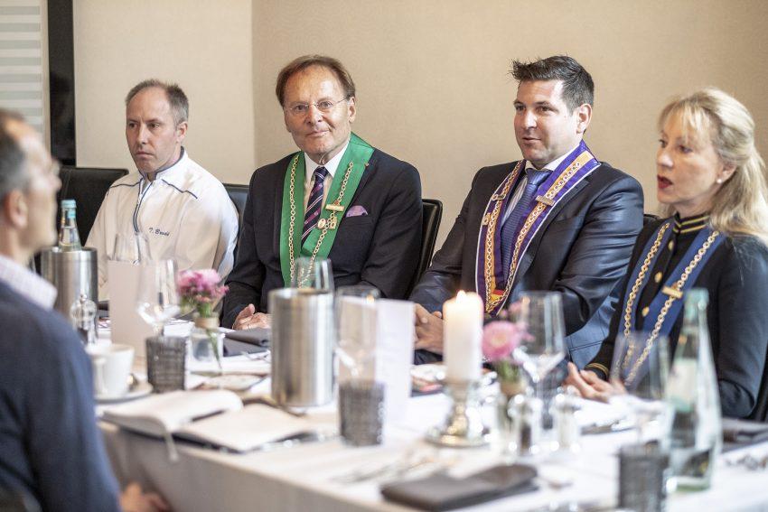 v.l. Thorsten Brodal (Küchenchef), Günter Naroska (Chaine des Rotisseurs), Jan Hendrik van Dillen (Gute Stube), Ingrid Barbara Seite-Naroska (Chaine des Rotisseurs).
