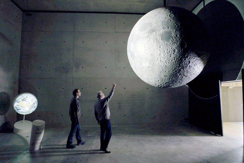 Mensch und Mond - Planetarium Bochum.