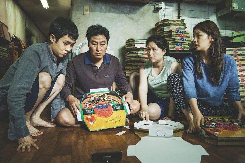 Parasite ist eine Tragikomödie über zwei südkoreanische Familien, die unterschiedlicher kaum sein könnten.