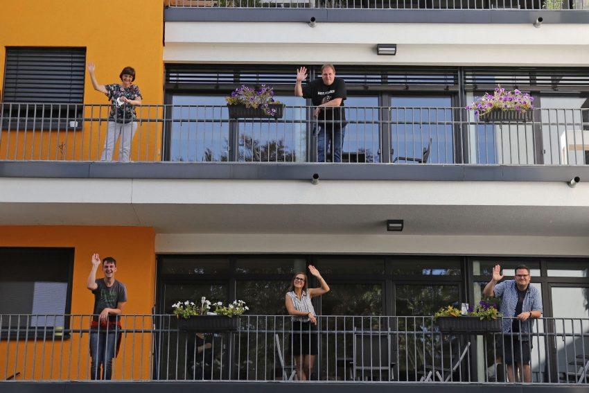 Auf dem Balkon: Sven Kämper, Karin Gorke, Claire Pyrsz, Christian Held, Hans Zabel.