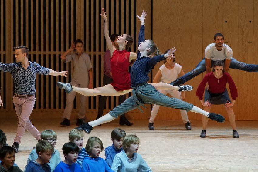 Das Ballett im Revier und der Knabenchor.