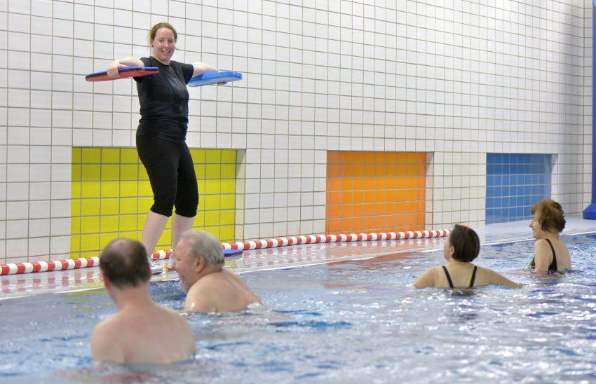 Aquafitness-Kurs beim DSC Wanne-Eickel Wasser- und Gesundheitssport e.V. in der Schwimmhalle der Michaelschule, am Donnerstag (12.02.15), in Herne (NW).