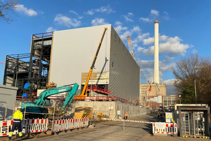 Das im Bau befindliche Gas- und Dampfturbinen-Kraftwerk in auf dem Weg zur Fertigstellung.