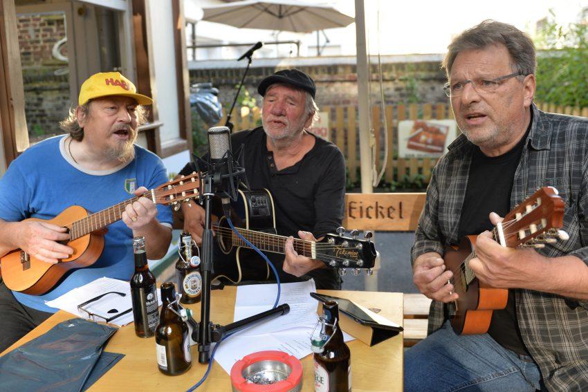 Musikalischen Leckerchen boten der Stammtisch: Wolfgang Berke, Peter Habermehl und Hannes Sänger.