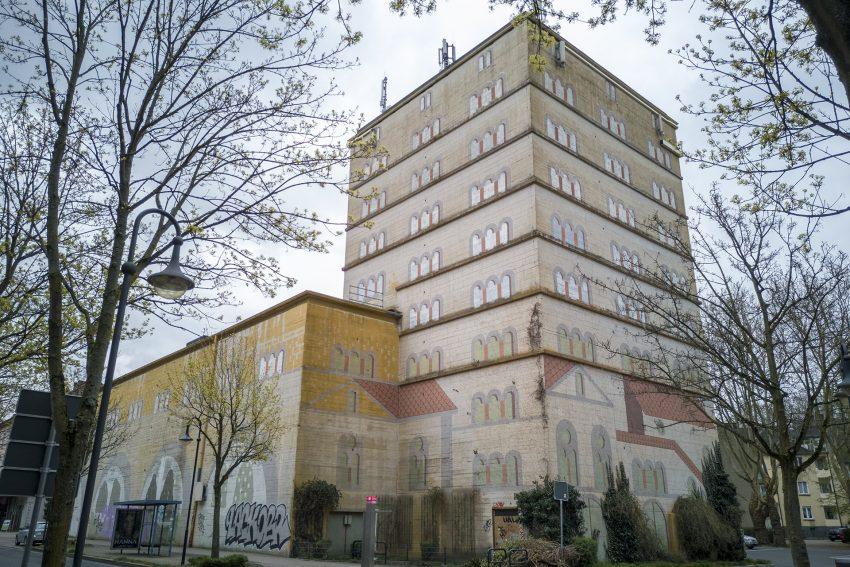 Der Hochbunker Sodingen an der Mont-Cenis-Straße in Herne (NW), am Mittwoch (03.04.2019).