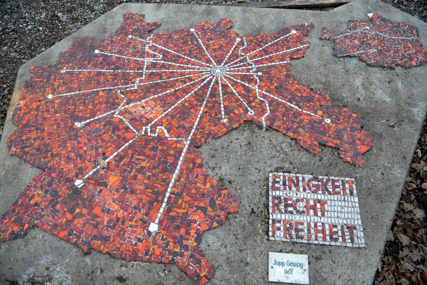 Ein Mosaik des Herner Künstlers Jupp Gesing von 1962.