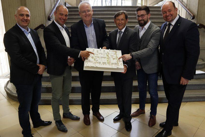 v.l. Achim Wixforth (Leiter Stadtplanung), Michael Garstka, Stadtdirektor Dr. Hans Werner Klee, Dr. Frank Dudda, Sebastian Grochowiak, Holger Stoye.