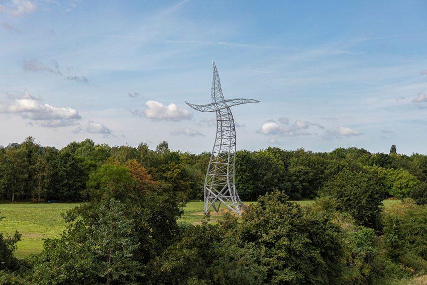 """Das neu errichtete Kunstwerk """"Zauberlehrling"""" von Inges Idee ist als Landmarke in Oberhausen nicht mehr wegzudenken."""
