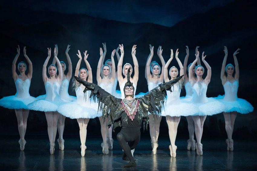 Das Russische Ballettfestival Moskau präsentiert Schwanensee.