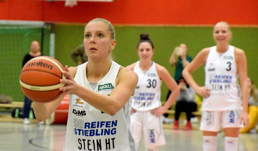 1. Basketball-Bundesliga-Damen: HTC - TV Saarlouis. am Ball: Emina Karic.