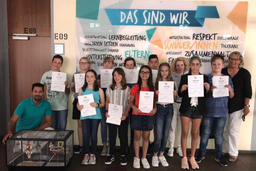 Gymnasiasten präsentieren ihr Forder-Förder-Projekt.