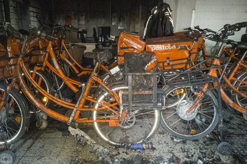 Brand in der Filiale von Postcon an der Sodinger Straße 12 in Herne (NW), am Samstag (23.11.2019). Die Räume wurden durch einen Schwelbrand schwer in Mitleidenschaft gezogen. Ursache war vermutlich ein technischer Defekt.