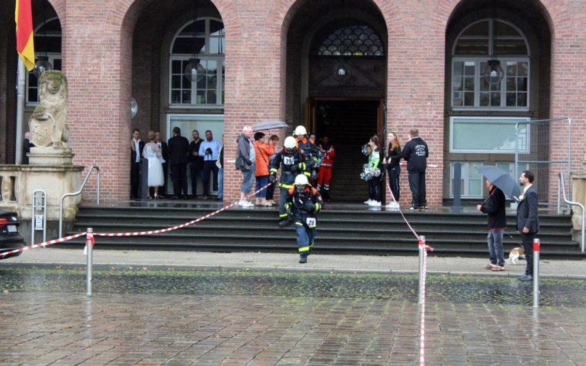 Beim Treppenhauslauf vor dem herner Rathaus