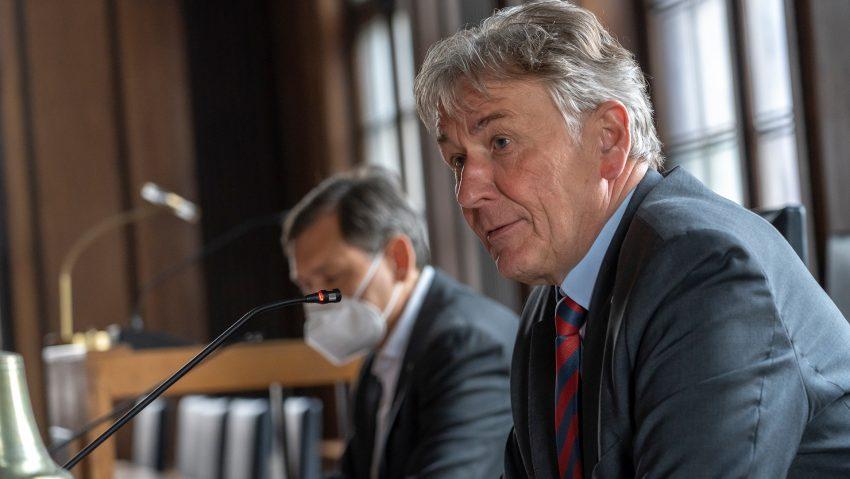 Vorstellung der Pläne zum Excellence Department: (v.li.) Oberbürgermeister Dr. Frank Dudda und Prof. Jürgen Bock, Präsident der Hochschule Bochum.