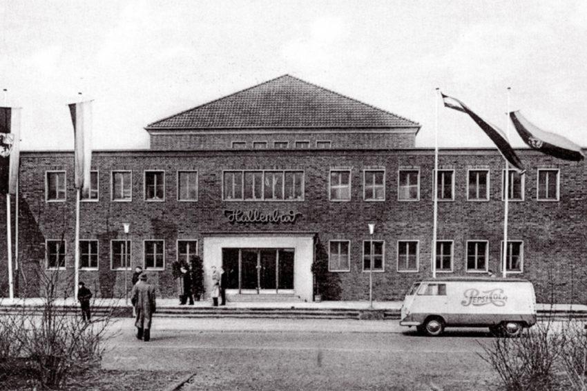 1954 eröffnet, das Hallenbad gegenüber dem ehemaligen sol- und Thermalbad.