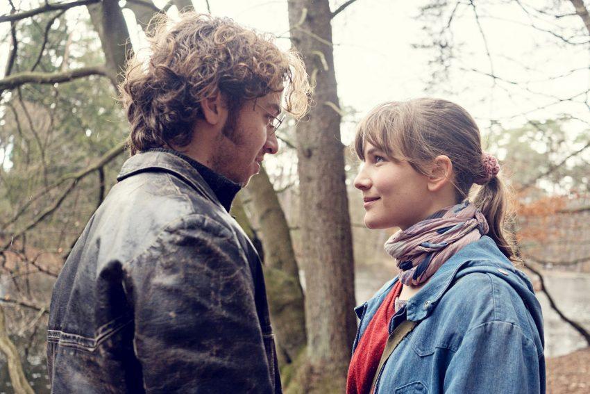 Anna (r., Lea Freund) und Philipp (l., Tim Bülow).