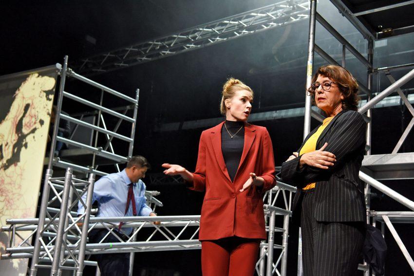 Ratlos: Mike Kühne, Franziska Ferrari und Vesna Buljevic.