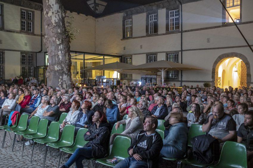 14. Open Air Kino im Hof von Schloss Strünkede.