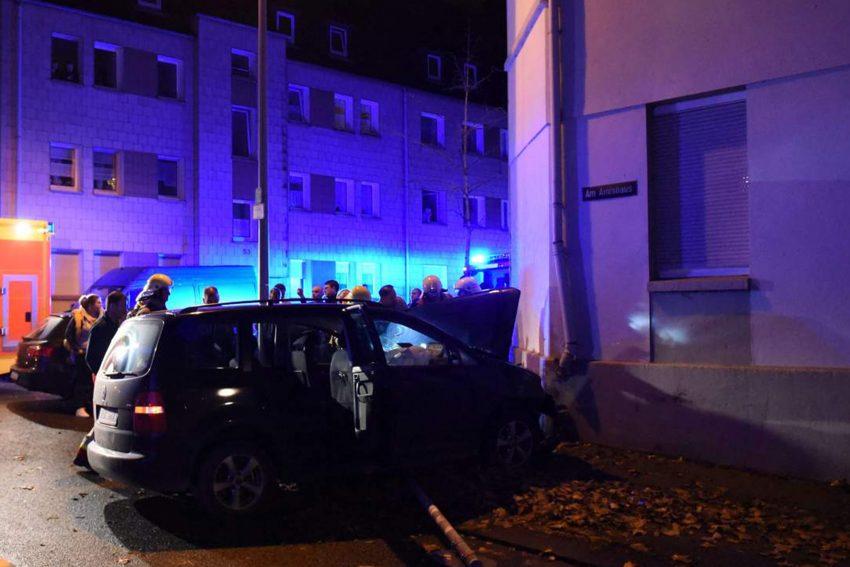 Mit Papas Auto Gegen Die Wand Halloherne Lokal Aktuell Online