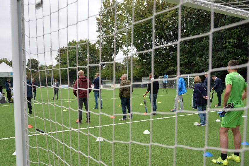 Übergabe des neuen Kunstrasenspielfeld auf dem Nebenplatz am DSC Stadion. 4.9.2020