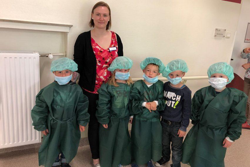 Kinder der Kindergärtnerei besuchen das EvK in Eickel.
