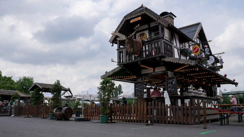 Impressionen von der Gastrokirmes auf dem Cranger Kirmesplatz, hier Bierstand Zum Ritter.