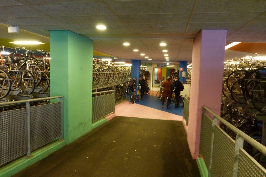 Das Fahrrad-Parkhaus am Hauptbahnhof Nimwegen.