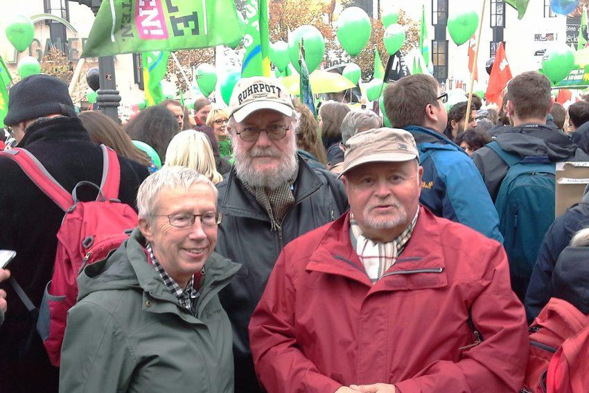 Grüne bei der Klima-Demo in Berlin. v.l. Renate Reinhold, Jörg Höhfeld, Peter Hugo Dürdoth.