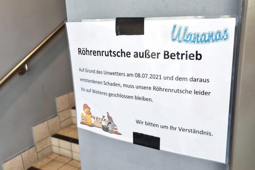 TÜV-Prüfung nach der Reparatur: die Röhrenrutsche im Freizeitbad Wananas in Herne (NW) wurde am Mittwoch (22.09.2021) wieder zur Nutzung freigegeben. Sie war bei einem Unwetter Anfang Juli durch Starkregen beschädigt worden.