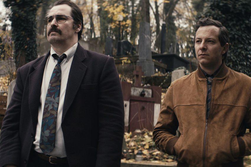 Eine Vermisstensuche wird zum Mordfall: Die Ermittler Stein (Trystan Pütter) und Bach (Felix Kramer) nehmen bei der Beerdigung der Opfer jeden ins Visier.