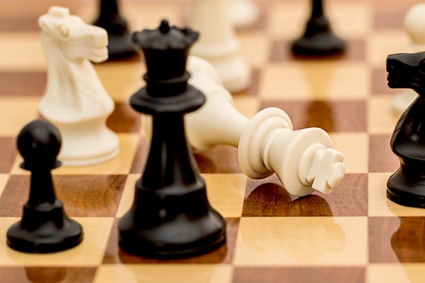 Im Kreativseminar eigene Schachfiguren herstellen - ein Ferienangebot des LWL-Museums für Archäologie.