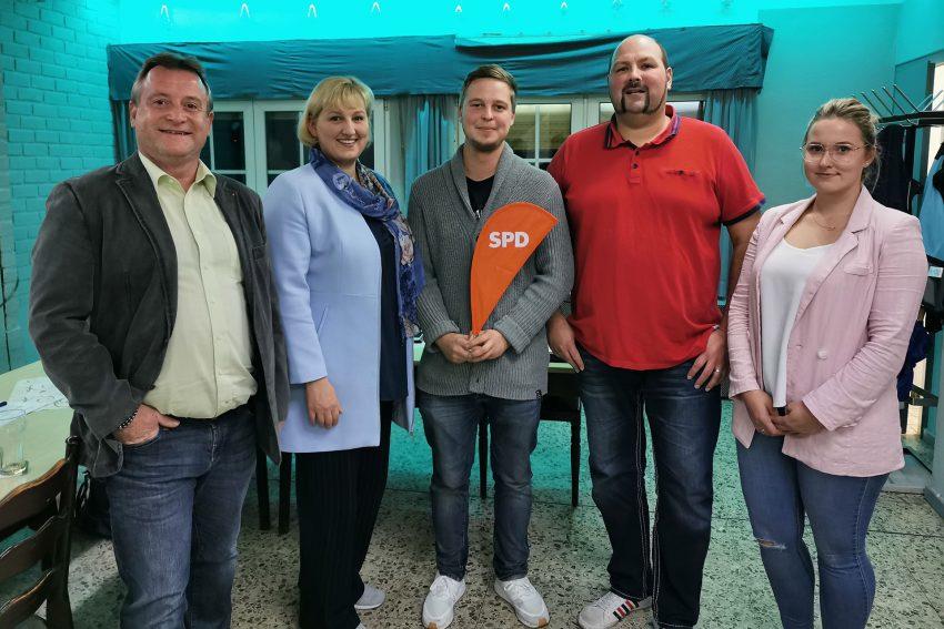 v.l. Detlev Biewald (49), Kirsten Eink (43), Marcel Winter (25), Matthias Bluhm (38) und Vanessa Thiel (22) -SPD-Pantringshof Kandidaten zur Kommunalwahl 2020
