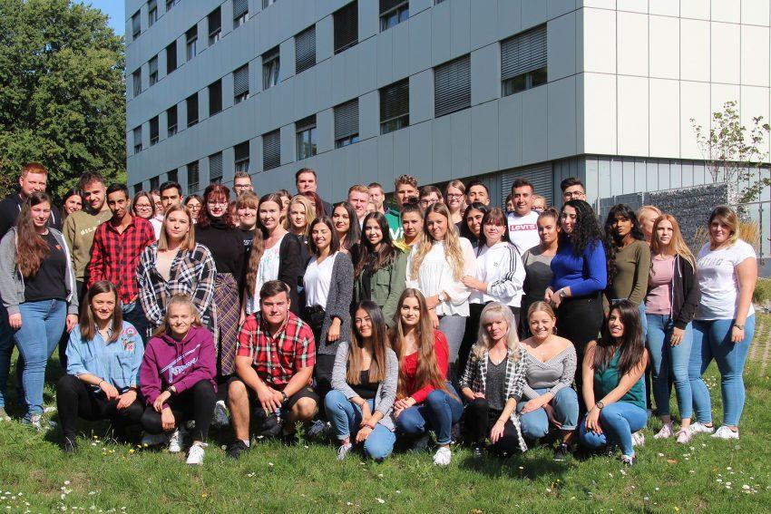 57 Schüler starteten in die Ausbildung zum Gesundheits- und Krankenpfleger ab der Zentralen Krankenpflegeschule.