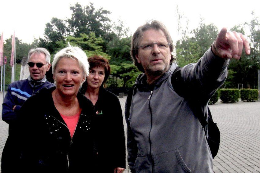 Die Autoren auf Recherche für ihre Rätselbücher. v.l. Ursula Herrmann und Wolfgang Berke.