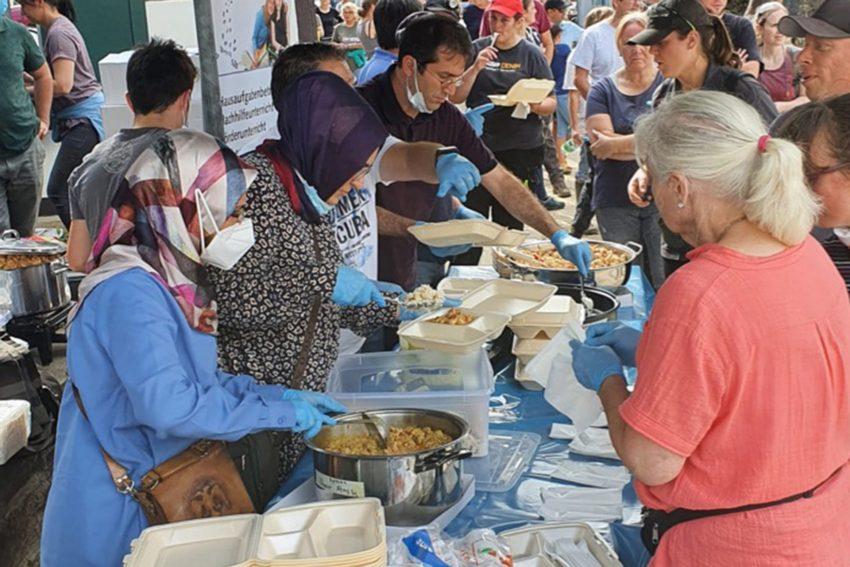 Herner Vereine beteiligen sich an der Essensausgabe für Flutbetroffene.