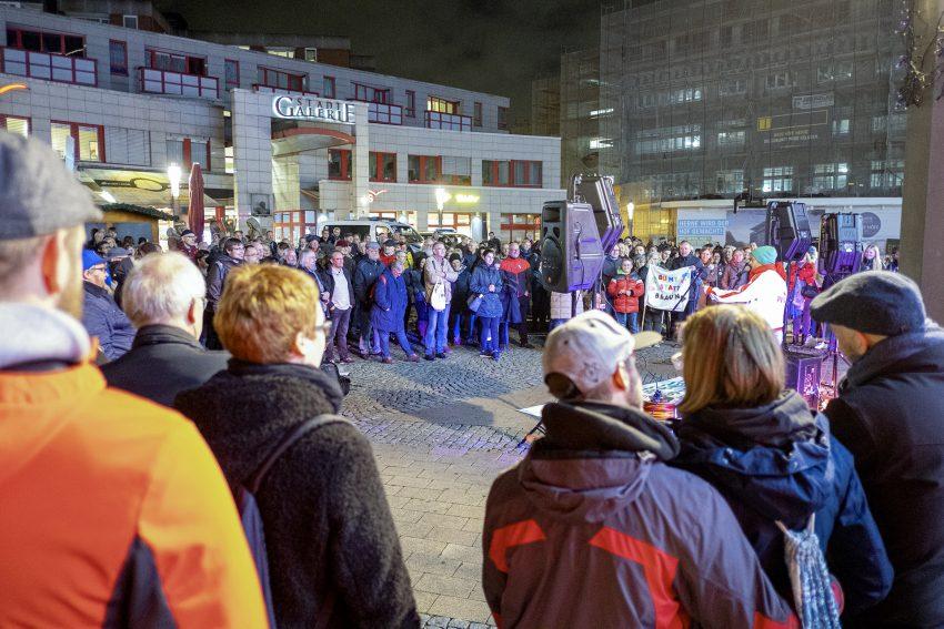 Protest gegen den Aufmarsch von Rechtsextremisten in Herne (NW), am Dienstag (05.11.2019). Im Bild: Protest gegen den Aufmarsch von Rechtsextremisten in Herne (NW), am Dienstag (05.11.2019). Im Bild: die Veranstaltung auf dem Robert-Brauner-Platz.Foto: Stefan Kuhn