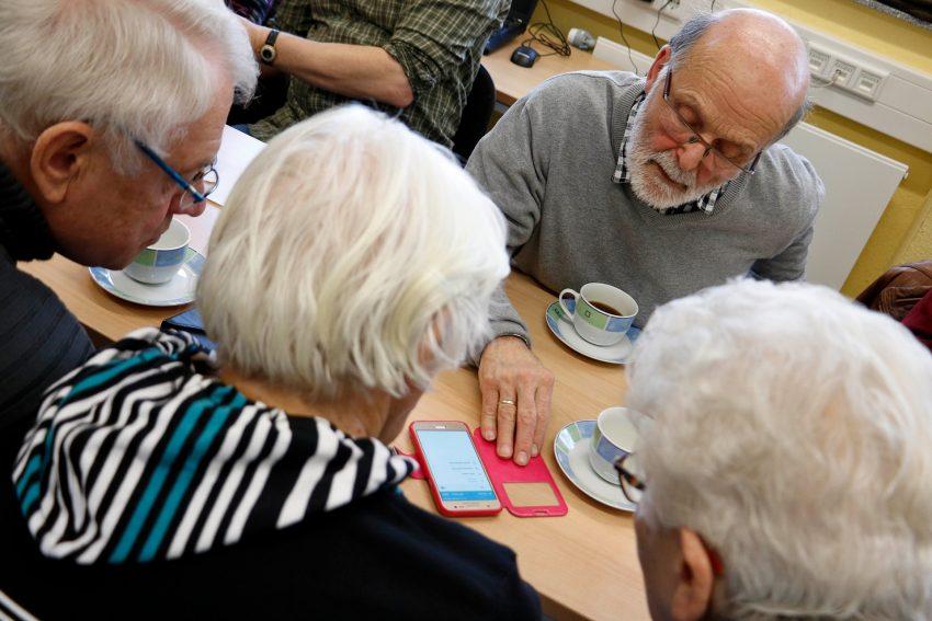Technik-Kursus für Senioren im Stadtteilzentrum Pluto.