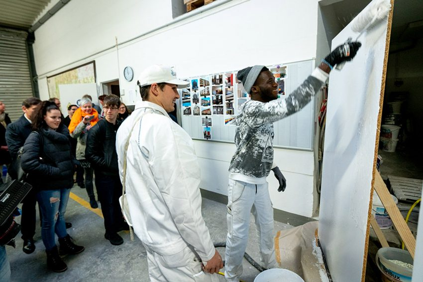 Lukas und Fofana machen eine Ausbildung zum Maler und Lackierer.