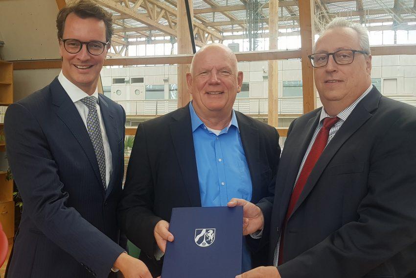 v.l. Verkehrsminister Hendrik Wüst , FDP-Landtagsabgeordnete Thomas Nückel und BOGESTRA-Chef Andreas Kerber .