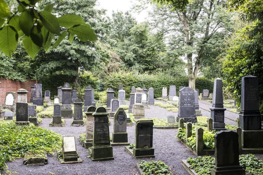 Rundgang über den jüdischen Friedhof in Baukau.
